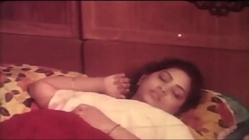 aunty hot in bed mallu sajini scene Sarah young in red