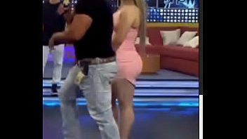 perra cochina yadi Latina teen hottie spreading cameltoes sucks pecker