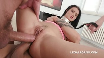 mouth deep fingers Wife does 69 while i fuck her ass