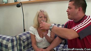 party hot blonde Amateur anal sex in the bed room